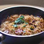 noodles de arroz con tofu marinado